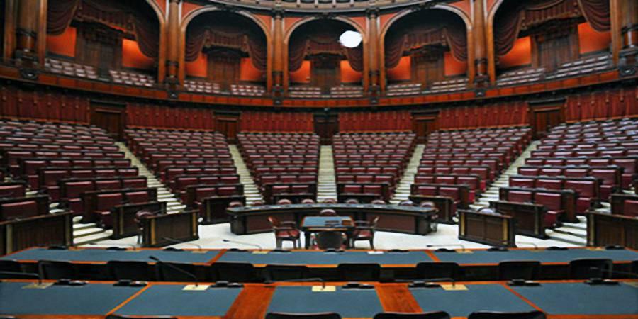 Berlusconi ferma il parlamento come da vent 39 anni ferma il for Oggi in parlamento
